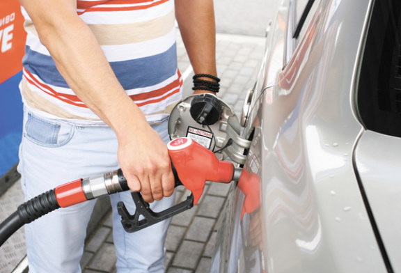 Новая проверка АЗС выявила литровый недолив бензина