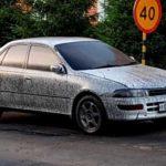 Сибирские дорожники залили семь машин битумом