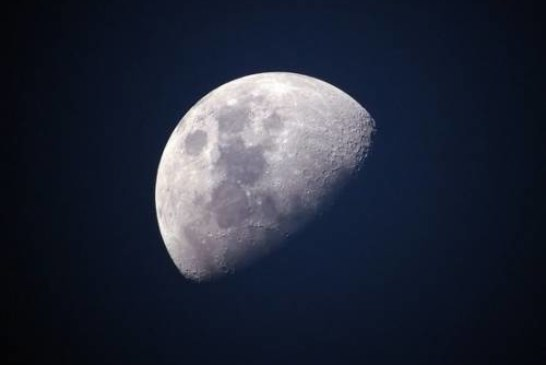 Израиль впервые полетит к Луне на ракете Илона Маска
