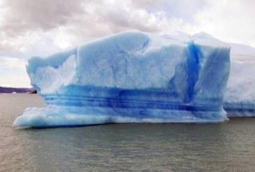 Опубликовано пугающее видео айсберга, приближающегося к деревне в Гренландии