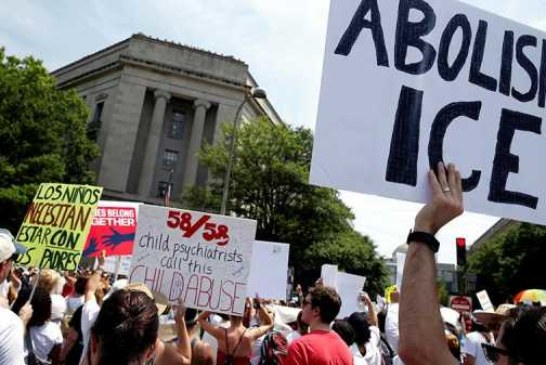В США прошли демонстрации против миграционной политики Трампа