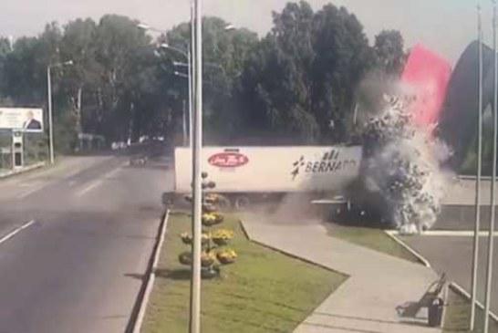 Попытался покинуть Омск: груженая сибирской водкой фура не смогла въехать в Новокузнецк