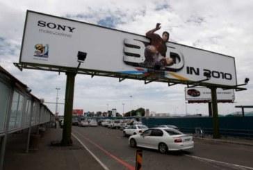 Пусть повисит: рекламу с дорог решили пока не убирать
