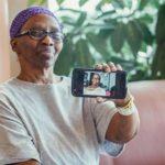 Благодаря селфи женщина поставила себе диагноз инсульта и вовремя обратилась за помощью