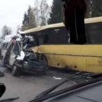 Под Тверью столкнулись два автобуса: в аварии погибли 13 человек