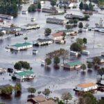 В США в убийстве обвинили мать, из рук которой наводнение унесло ребенка