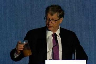 Билл Гейтс принес на конференцию в Пекине банку с экскрементами