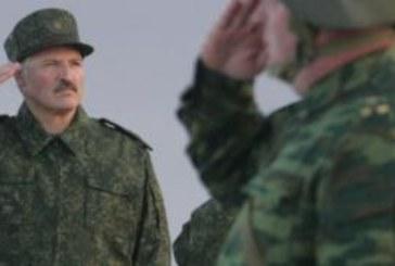 Беларусь: флаг и винтовку в каждый дом