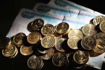 Решивший прожить на 3,5 тыс. рублей депутат пожаловался на меню