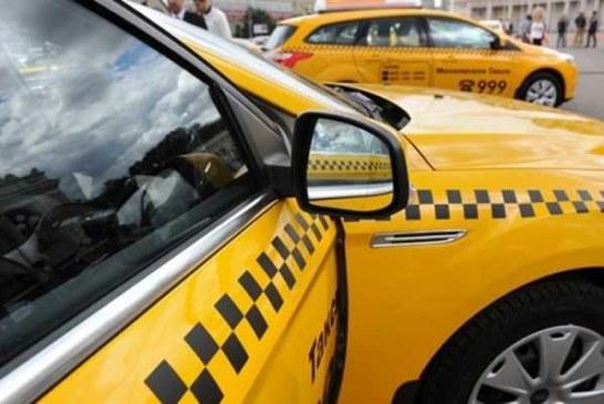 Безумный таксист в Москве, за которым гонялись 10 патрулей, снес столб и разбил 3 машины (видео)