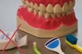 В нитях для чистки зубов обнаружены опасные вещества