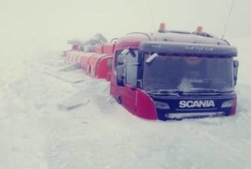 В Якутии два бензовоза вмерзли в лед (видео)