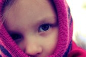 Многие родители применяют для детей научно необоснованные методы профилактики простуды