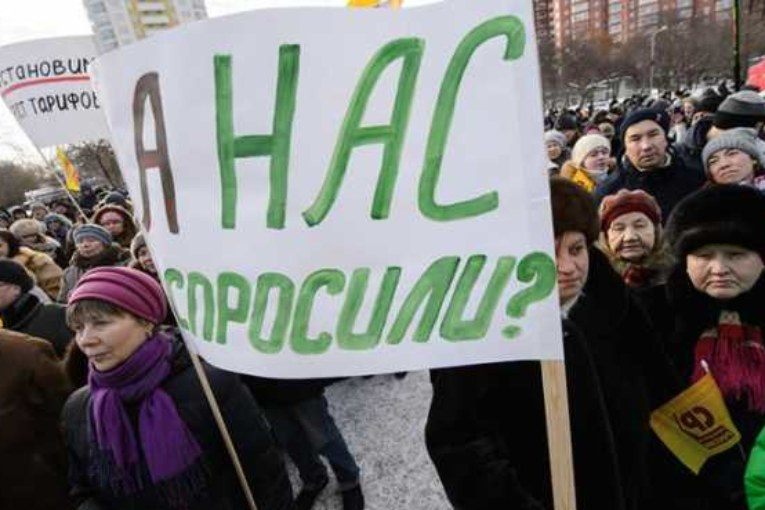 Путина подставляет под удар его окружение