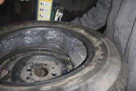 Житель Немана пытался ввезти в Литву 800 пачек сигарет в колесах своей Audi