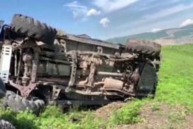 Очевидцы сняли шокирующее падение джипа с сопки во Владивостоке (видео)