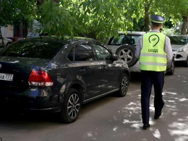 В Москве появились парковочные лжеинспекторы: как отличить самозванца?
