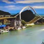 Бензовоз эпично разрушил 140-метровый автомобильный мост в Тайване