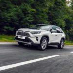 В России начали продавать абсолютно новый Toyota RAV4
