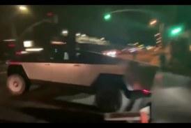 Илон Маск поехал на свидание на своем бронированном пикапе и разбил его