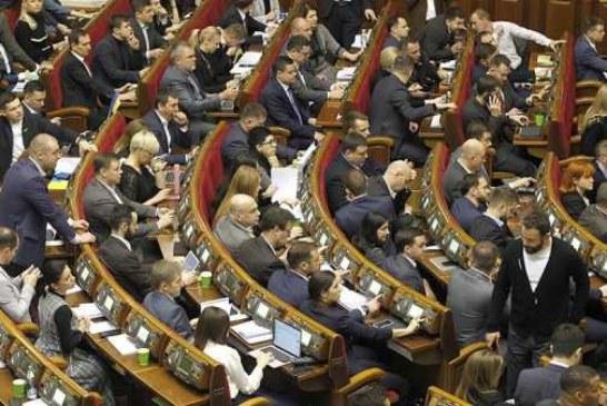 Депутата рады заметили за просмотром сериала во время заседания