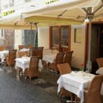 Президент Австрии нарушил карантин и отдохнул ночью на веранде ресторана