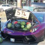 Это надо видеть: в Турции торгуют арбузами из багажника Lamborghini