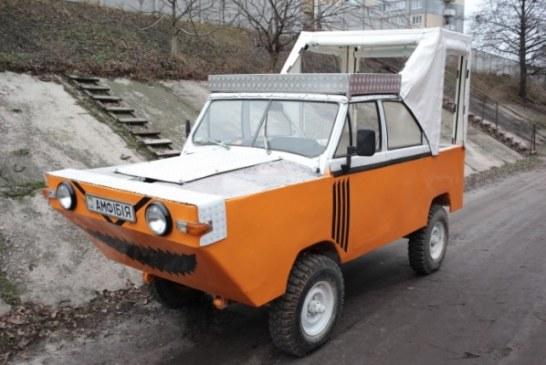 Украинец за $10 тыс. построил машину-амфибию с мангалом и дискотекой (фото, видео)