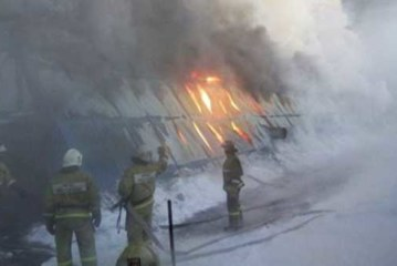 Густой дым от пожара в обувном цехе под Новосибирском не угрожает населению
