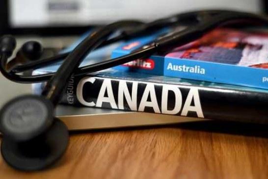 Врачи в Канаде просят не повышать им зарплаты