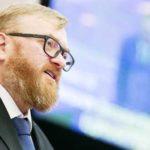 Милонов предложил взять контактные зоопарки под государственный контроль