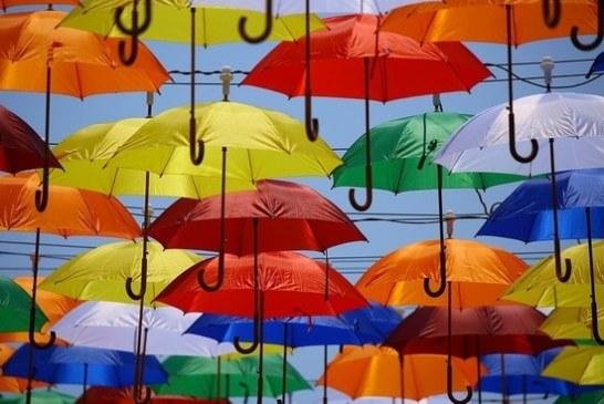Японцы изобрели летающий зонт, способный узнавать владельца