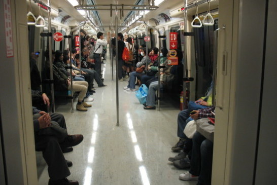 Крыса устроила переполох в метро: пассажирам почудился маньяк с ножом