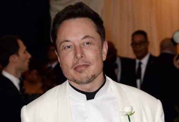 Акционеры Tesla подали в суд на Илона Маска из-за его твитов