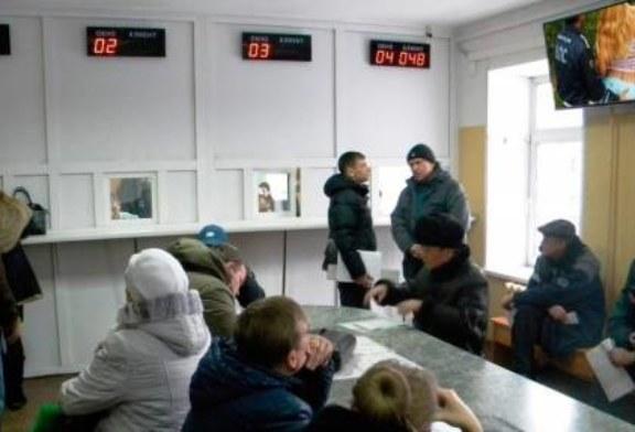 В ГИБДД Лесосибирска устроили эротический показ для всех желающих (видео)