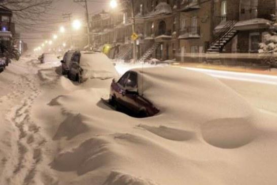 В столице небывалый снегопад. Водителей просят ходить по сугробам пешком