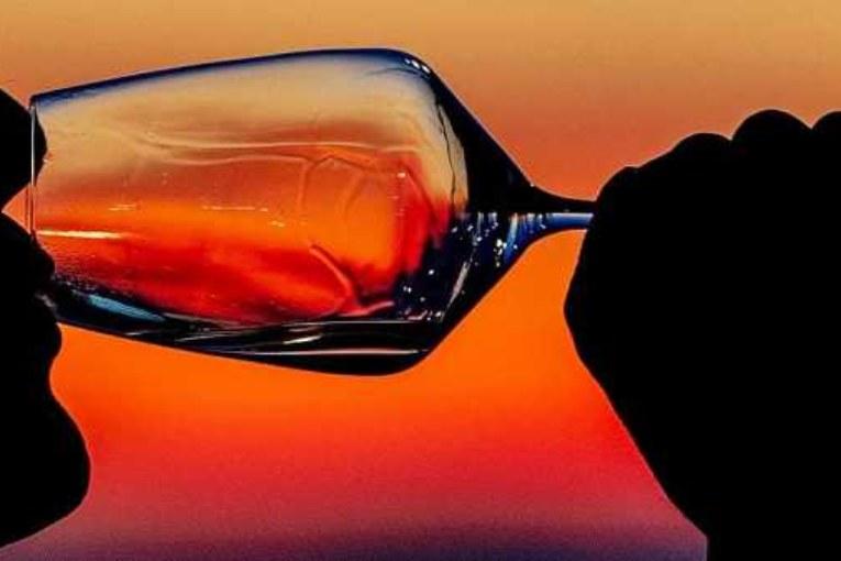 В ФРГ девятиклассников угостят спиртным для профилактики алкозависимости