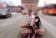 Блогеров, катавшихся на ковре по улицам города, нашли и оштрафовали