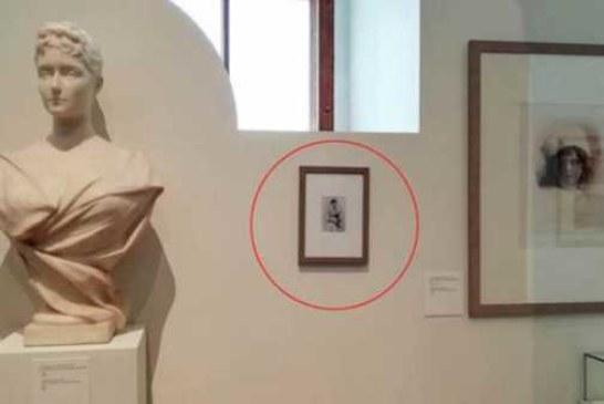 Полиция проверяет журналистов из-за лишней картины в Историческом музее
