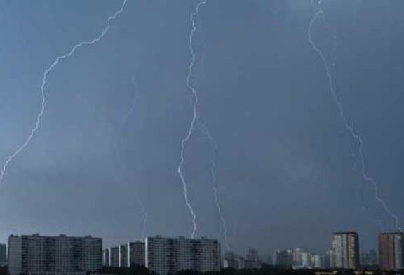 Трое мужчин погибли от удара молнии на Украине