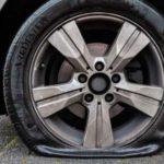 Резня покрышек в Подмосковье: вандал проколол шины 73 авто