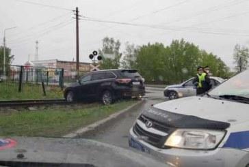 В Томске ребенок угнал кроссовер, чтобы прокатить 4-летнюю сестру: ГИБДД устроила эпичную погоню (видео)