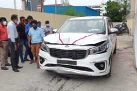 Водитель расплющил новенький KIA о стену автосалона: его реакция ошарашила всех